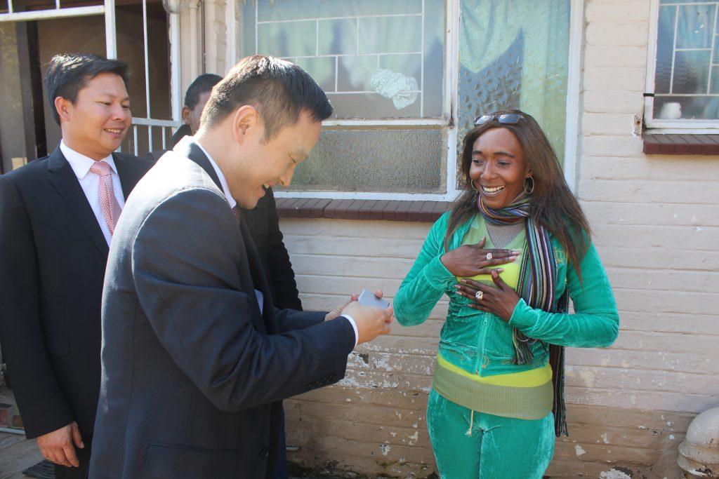 Mr Yang Peidong meets Mrs Maletsatsi Tshabangu.