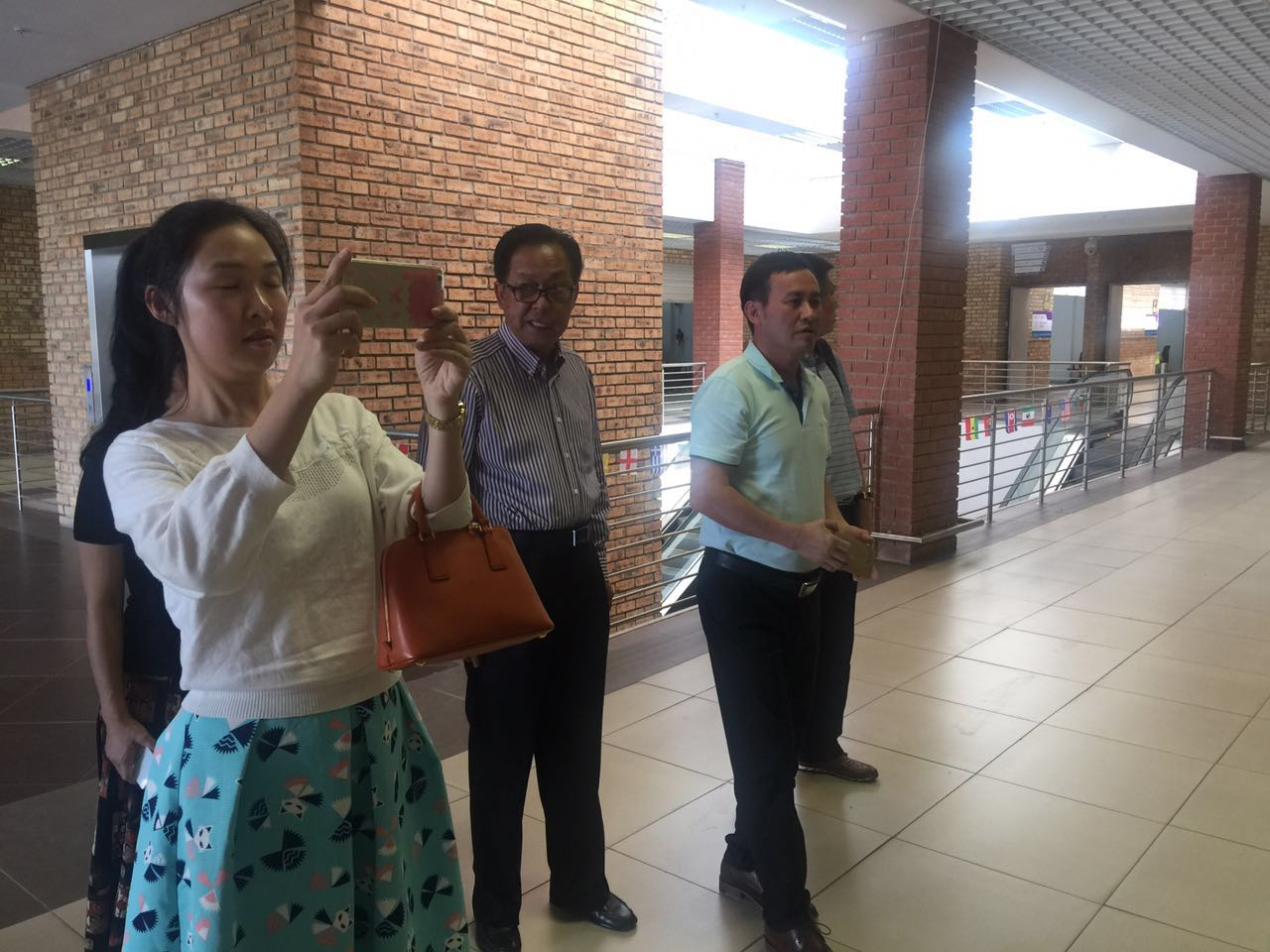陈汉雄副秘书长一行参观中南展贸中心